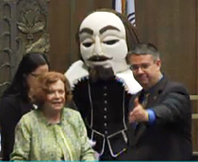 Shakespeare Festival Founder Marilyn Strauss with Mayor Pro Tem Scott Wagner and the bard at city hall.