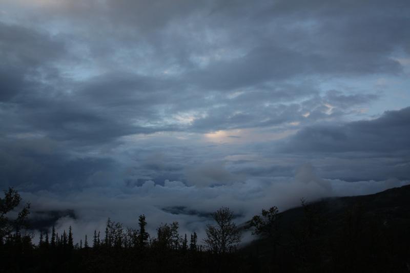på rundt 900 meter kan man se ned på skyene...