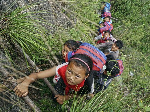 635999424764395956-AP-APTOPIX-China-Village-Ladder