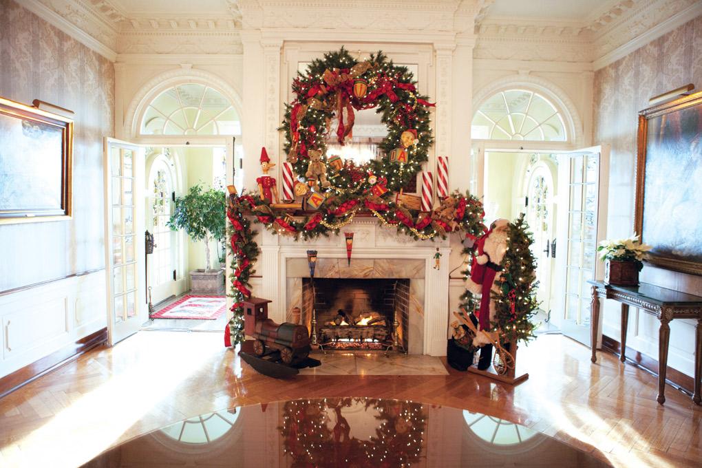 Summit-Avenue_Christmas_solarium-fireplace