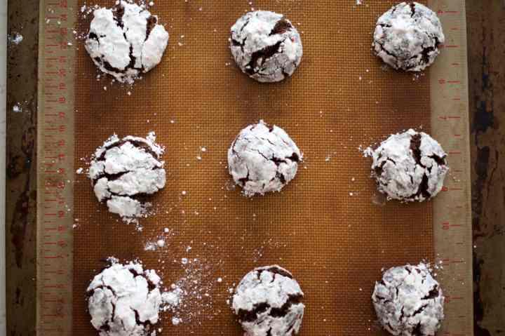Chocolate Peppermint Krinkle Cookies   www.midwestniceblog.com