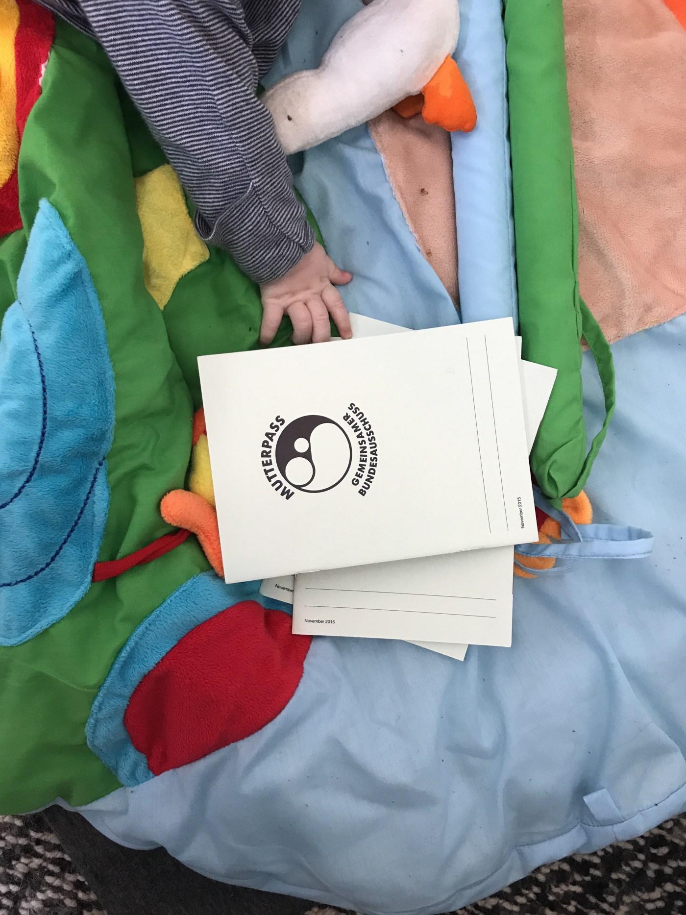 Baby holding a Mutterpass