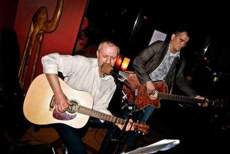 ZDJĘCIE: 2011-05-01 koncert zespołu Lejzy Dżek w głogowskim barze Fuego (ul. Słodowa)