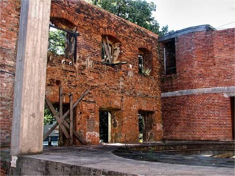 zdjęcie 14-08-2013-ruiny-teatru@Głogów-01