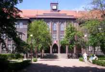 2013-10-15-I-Liceum-Ogolnoksztalcace@Glogow-(fot.pl.wikipedia.org)-01-