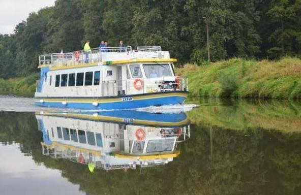 2013-10-21 - statek-wycieczkowy-Laguna@Glogow-(fot.facebook-Urzedu-Miasta)-01-