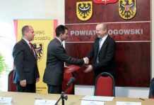 2013-10-28-podpisanie-listu-intencyjnego-z-firma-Sitech@Starostwo-Poiwtowe@Glogow-fot.D.Jeczmionka-01-