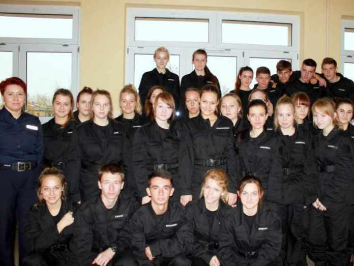 2013-11-01-obchody-Dnia-Niepodleglosci-11-klasa-mundurowa@ZSWyzykowskiego@Glogow-fot.D.Jeczmionka-01-