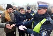 2013-12-19-policyjna-akcja-swieta-bez-pospiechu@Glogow-bezpospiech_01