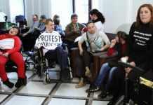 2014-03-25-protest-rodzicow-dzieci-niepelnosprawnych@Sejm@Warszawa-01