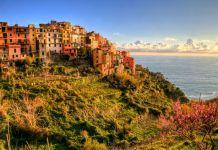 Zdjęcie: widok na zbocze wybrzeża we Włoszech - Wakacje za granicą - Włochy