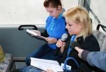 zdjęcie 2014-05-15-studenci-PWSZ-czytają-w-autobusach-komunikacji-miejskiej@Głogów-001