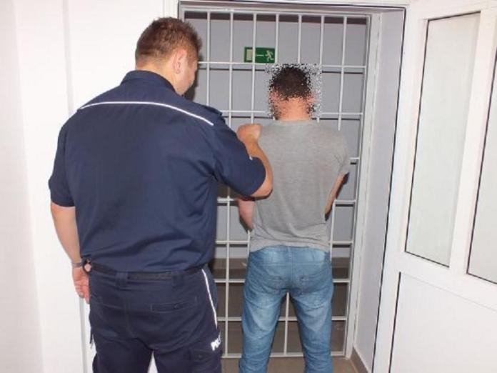 zdjęcie włamanie-policja-aresztowanie-kraty-więzienie