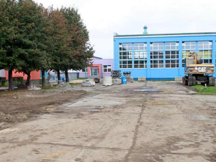 zdjęcie 2014-09-10-budowa boiska wielofunkcyjnego szkoła podstawowa nr 12@Głogów-002
