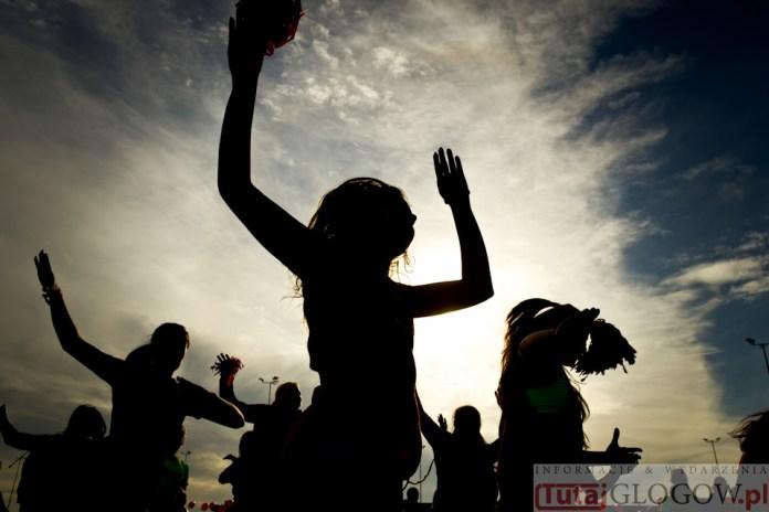 2014-11-08 Maraton Zumba Fitness Tańcz i pomagaj @Parking Tesco (fot.P.Dudzicki) 34