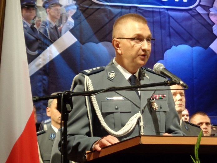 http://miedziak.info.pl/wp-content/uploads/2015/07/2015-07-29-Glogowscy-policjanci-swietowali-i-awansowali-@-MOK-Krzysztof-Sidorowicz-fot.-A.-Blaszczyk.jpg