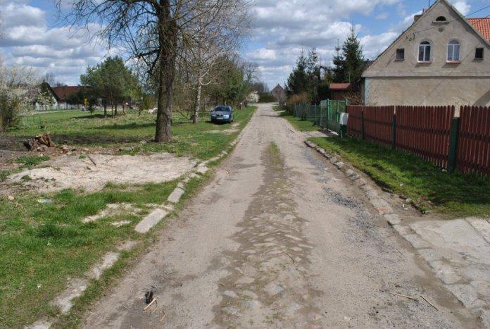 2015-08-27 Odbudowa drogi dobiegła końca @Kłoda (fot. UG Żukowice)1