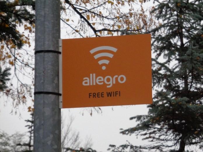 2015-11-01 Darmowy internet na Placu 1000-lecia @Pl. 1000-lecia (fot. A. Błaszczyk)