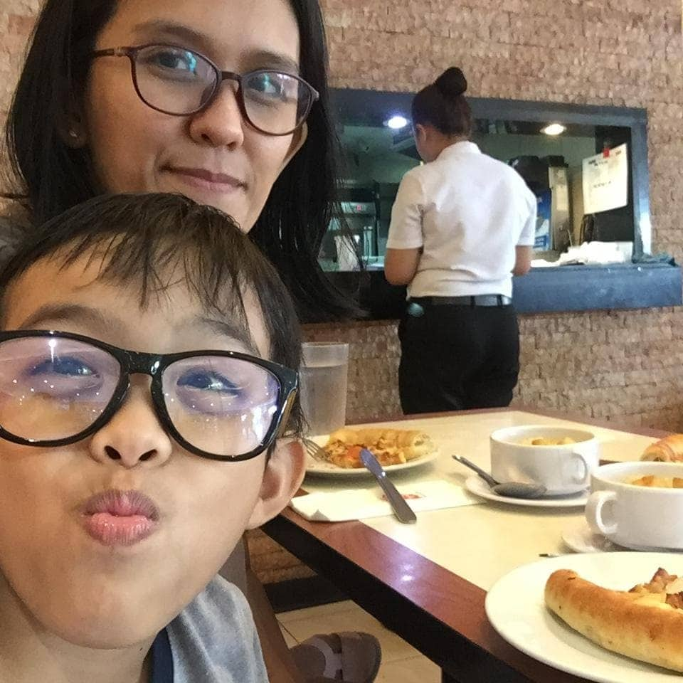 Pizza hut SM Bacoor Date with AZ