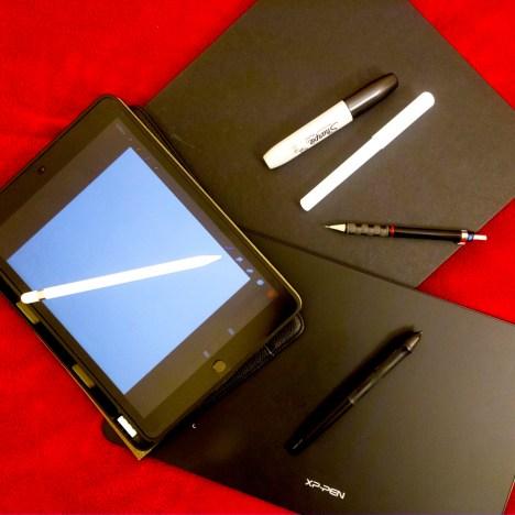 Ensemble de matériel pour le dessin composé d'un Ipad, d'une tablette graphique xp pen et d'un carnet de croquis noir