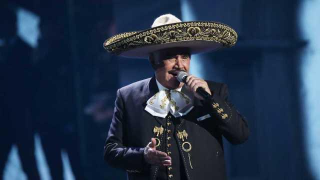 Vicente Fernández se encuentra en Terapia Intensiva