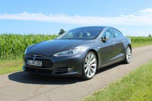 Tesla Model S P85 Performance Ringsberg vorne schräg