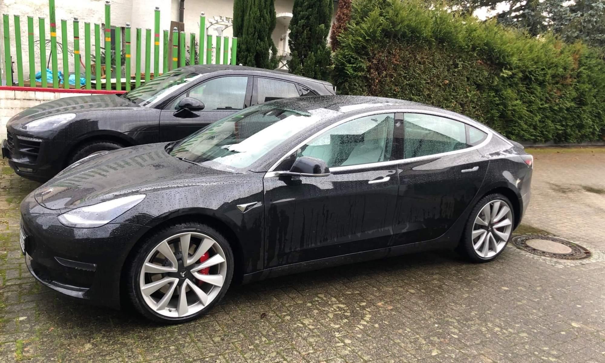 Tesla Model 3 Performance mieten in Freiburg