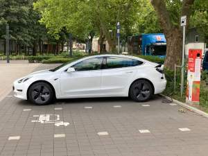 tesla model 3 standardrange mieten hamburg
