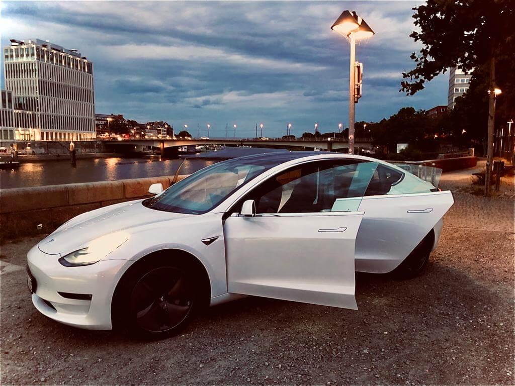 Tesla Model 3 longrange mieten Hamburg