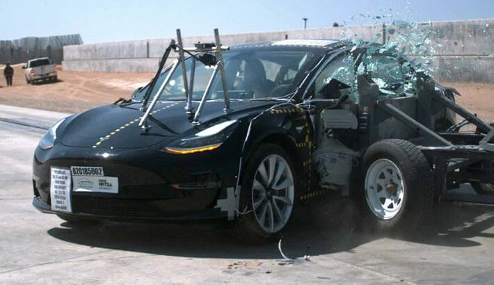 Tesla Model 3 crashtest sideimpact