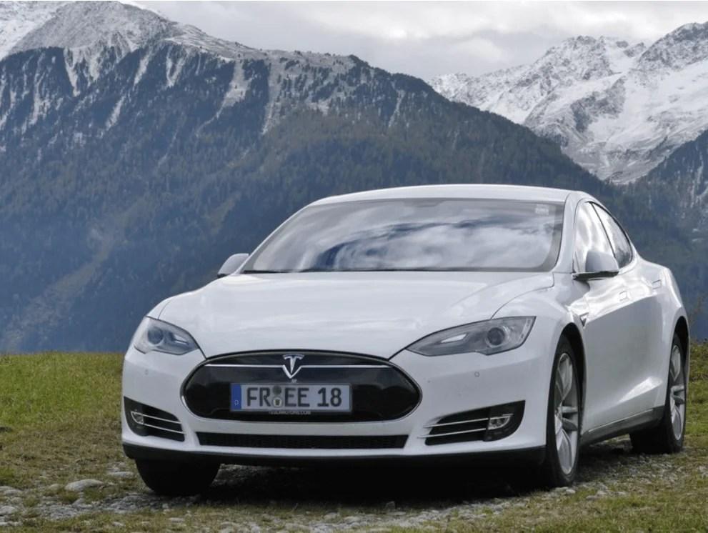 Tesla Model S 85 mieten in Freiburg Berge