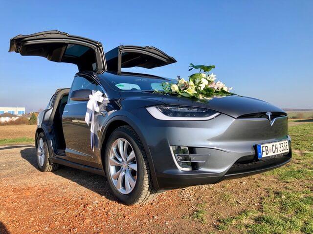 Tesla Model X 100D grey Hochzeit vorne