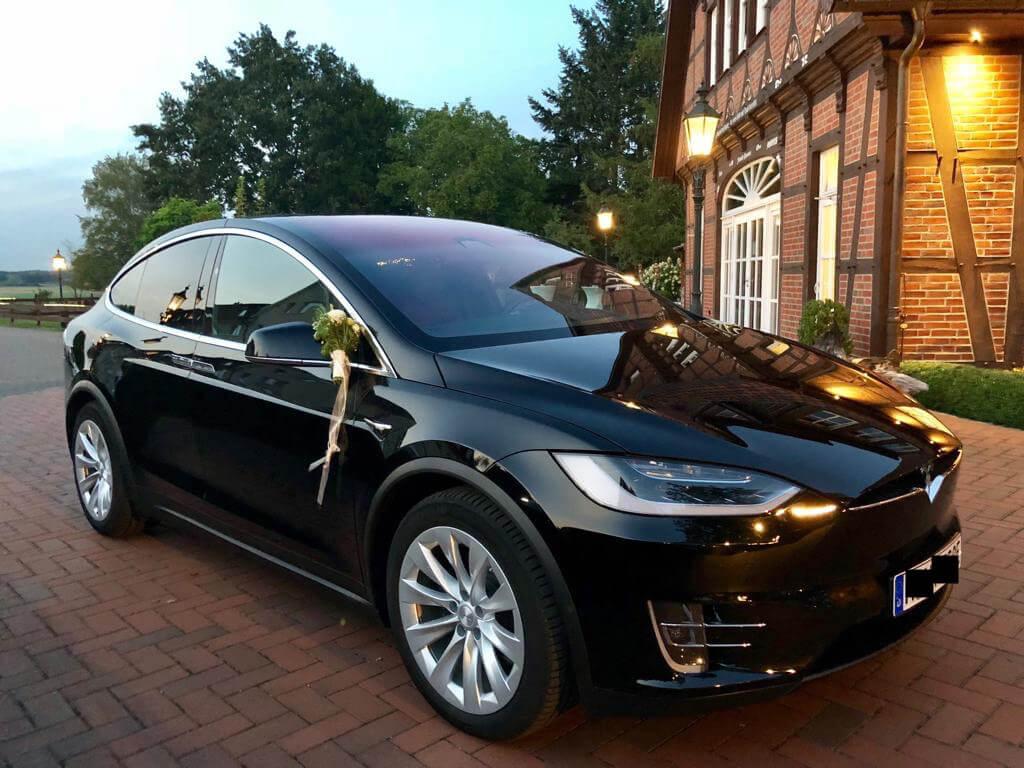 Tesla Model X schwarz Hochzeit