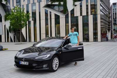 Tesla Model S 75d mieten in Köln