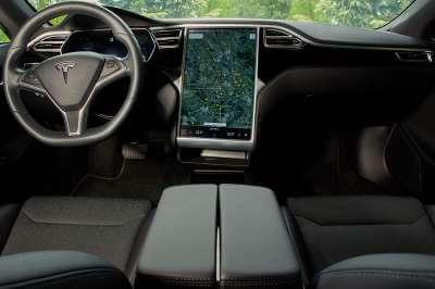 Tesla Model S 75d mieten in Köln cockpit