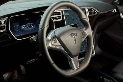 Tesla Model S 75d mieten in Köln Lenkrad