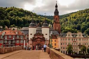 Tesla mieten Heidelberg Brücke