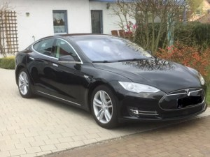 Tesla Model S mieten für Hochzeit in Gießen vorne