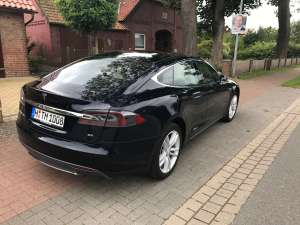 Tesla Model S 85 mieten Hannover back