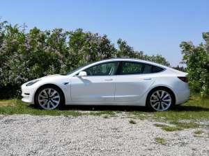 Tesla Model 3 mieten in Mödling