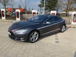 Tesla Model S mieten in Stuttgart