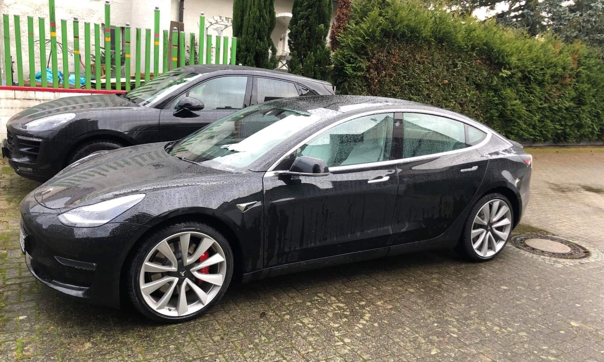 Tesla Model 3 Performance mieten in Freiburg