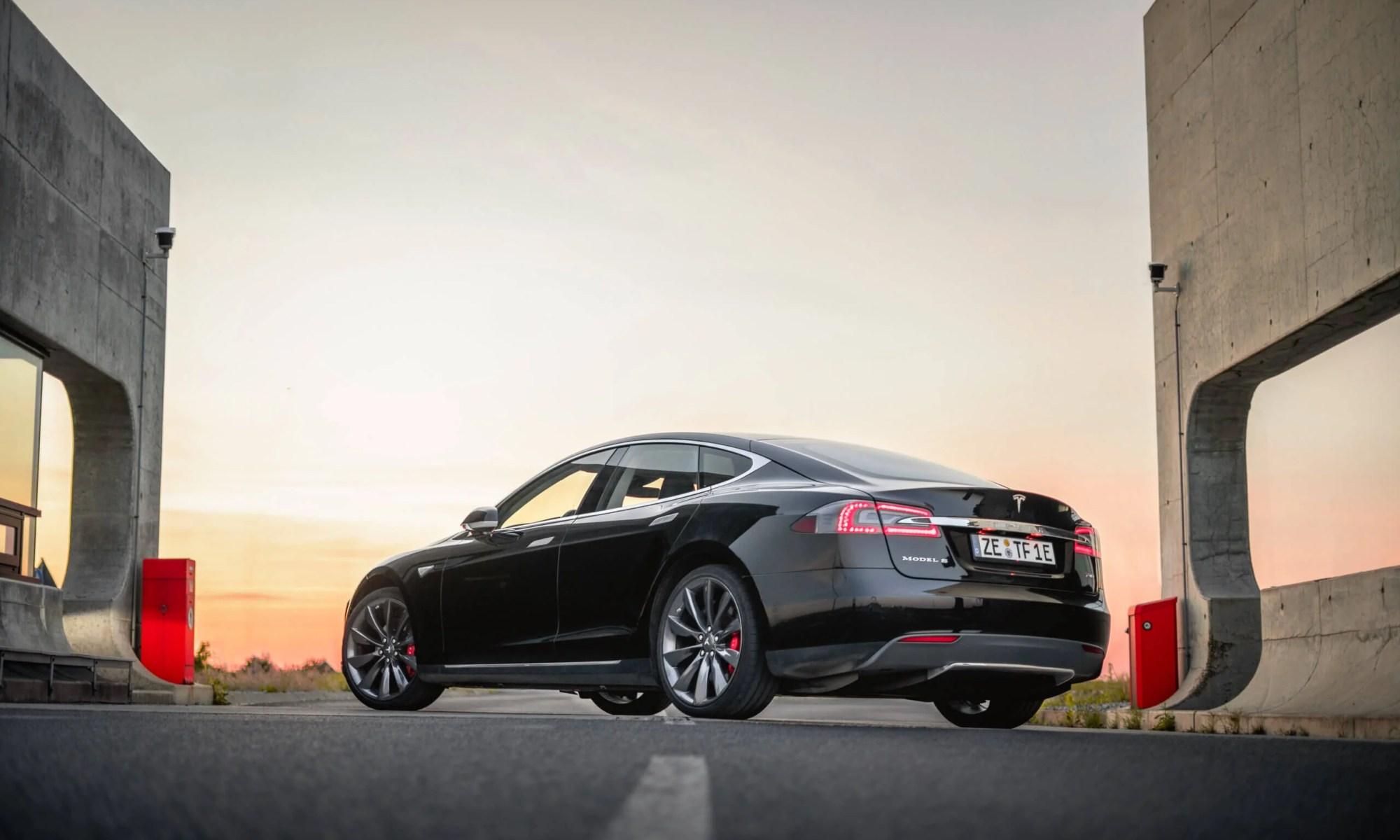Tesla Model S mieten in Zörbig