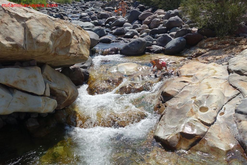 Tobogán de agua natural en Córcega