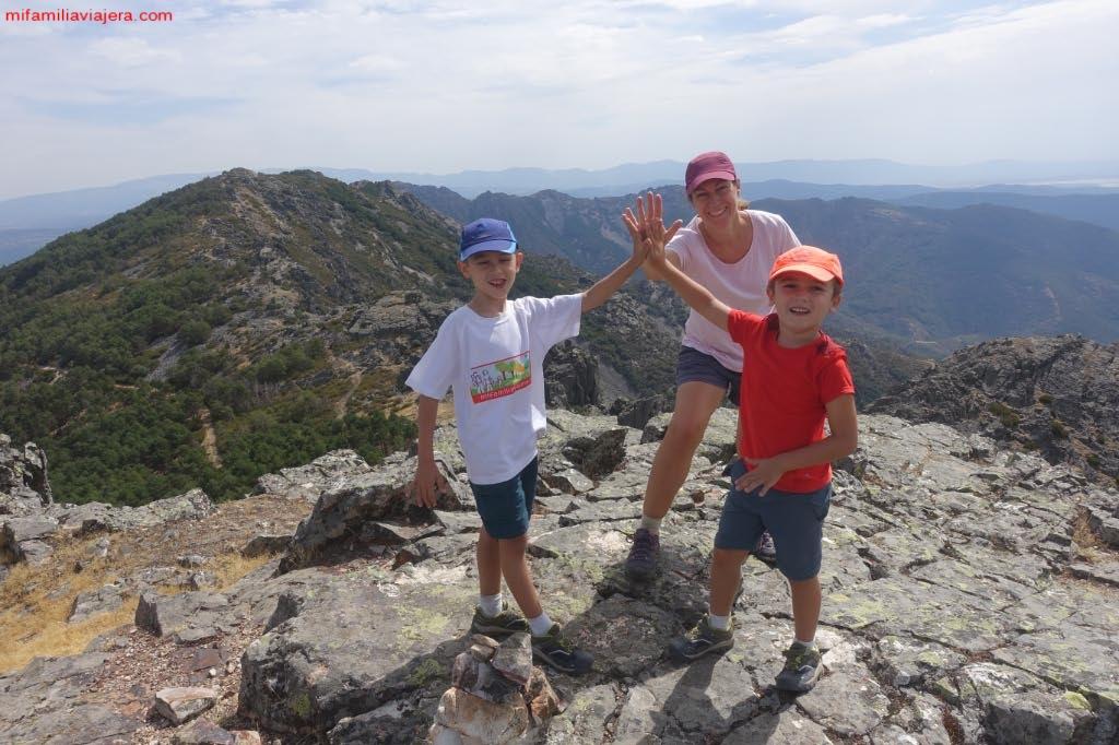 Ascenso A La Peña Del Huevo En La Sierra De Francia Con Niños