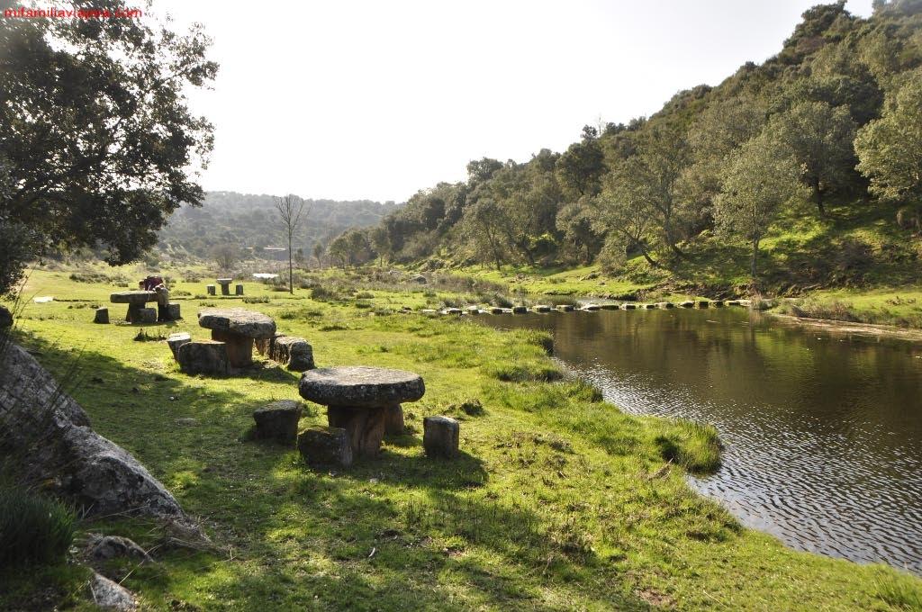 Área recreativa junto al arroyo de la Ribera