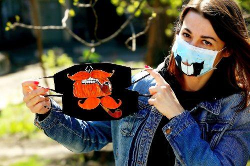 Антивирусная мода. Yana Yasunas делает маски с рисунками ...