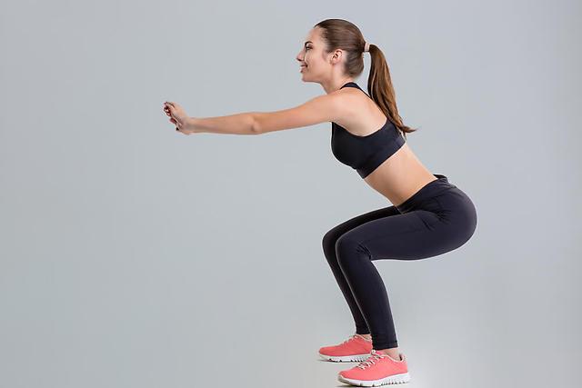 太もも 細くする スクワット 内側 裏側 効率 よく 引き締める 方法