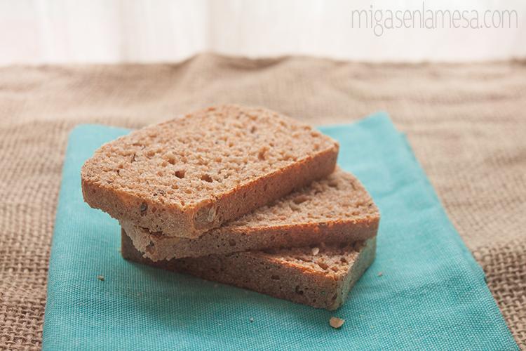PAN-ESCOBA INTEGRAL DE SALVADO DE AVENA Y LINO [Oat bran broom bread: El pan que te hará libre]