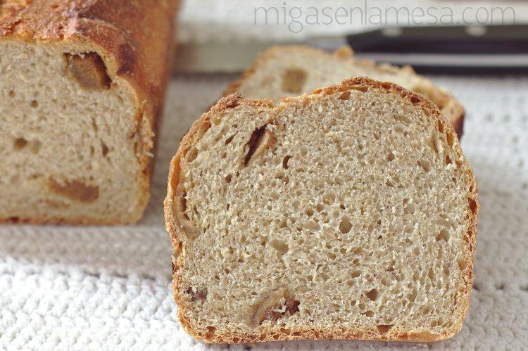 Pan integral de tritordeum, khorasan y trigo integral, con higos